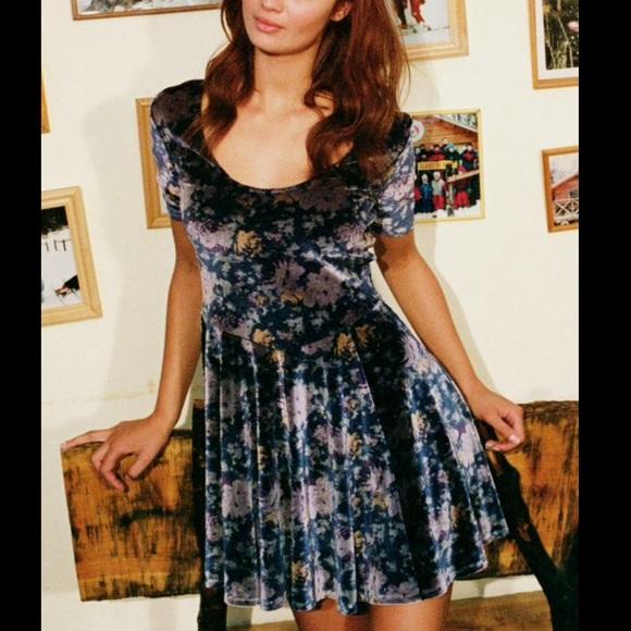 Kimchi Blue Dresses & Skirts - Kimchi Blue Urban Outfitters velvet floral dress